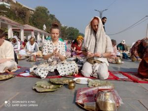Russian offering pind daan at gaya by Iskcon