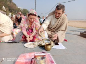 Russian offering pind daan at gaya
